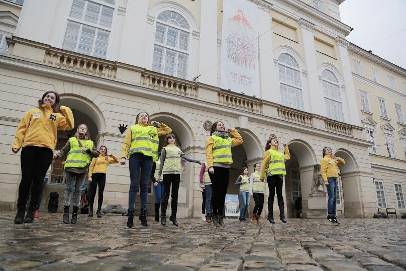 У Львові відбувся флешмоб заради безпеки на дорогах міста (ФОТО) (фото) - фото 2