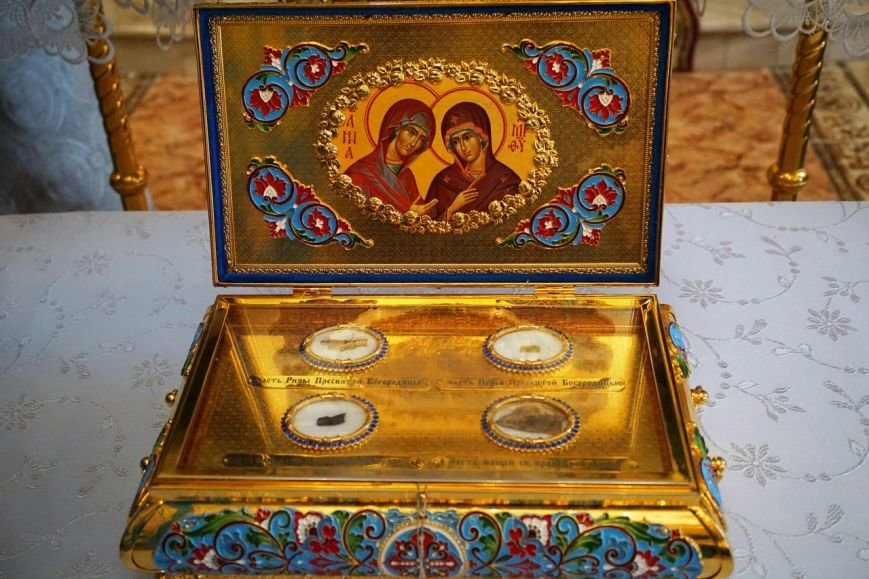 Ковчег с частицами пояса, ризы и сандалии Пресвятой Богородицы прибыли в Белореченск (фото) - фото 1