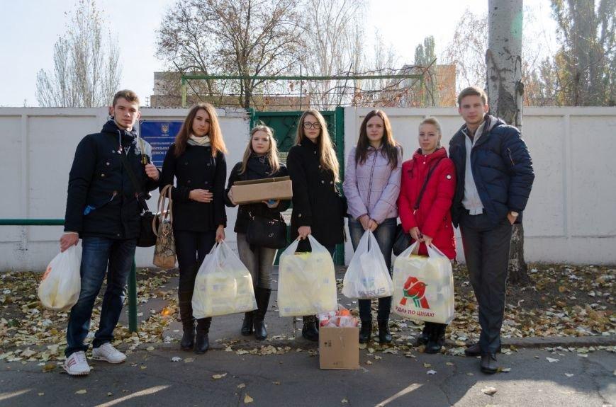Студенты Криворожского национального университета закупиили и передали детям-инвалидам крайне необходимые вещи (ФОТО) (фото) - фото 1