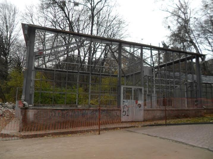 У Стрийському парку відновлюють закинуту оранжерею (ФОТОРЕПОРТАЖ) (фото) - фото 1