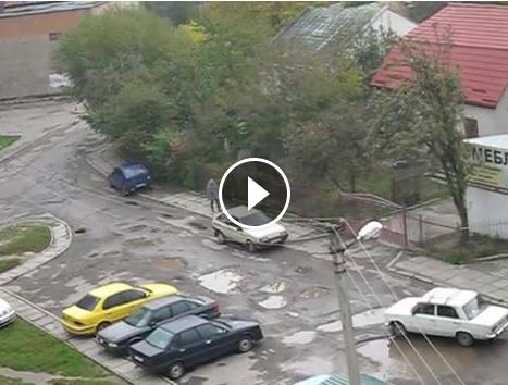 Вулиця Творча перебуває у аварійному стані (ВІДЕО) (фото) - фото 1