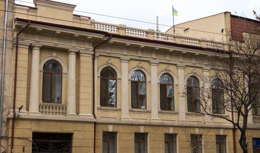 4a0d65b179b4d577d1d4b777f878c199 В Одессе на крыше здания апелляционного суда вместо флага красовался...огрызок