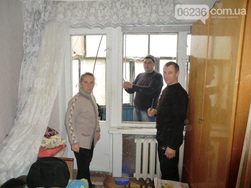 Авдеевские коксохимики помогают горожанам стеклить окна (фото) - фото 1