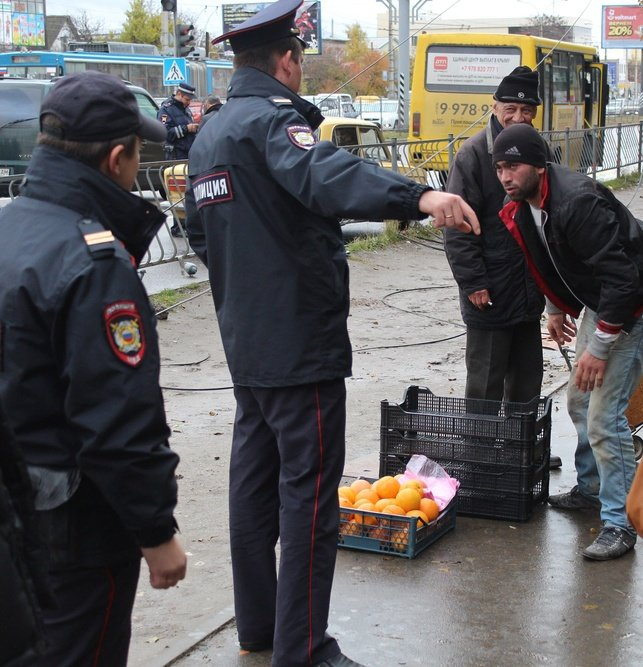 В Симферополе у стихийщиков с ул. Бородина после повторного рейда забрали товар и вывезли на свалку (ФОТО) (фото) - фото 5