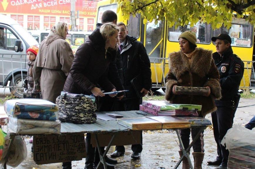 В Симферополе у стихийщиков с ул. Бородина после повторного рейда забрали товар и вывезли на свалку (ФОТО) (фото) - фото 1