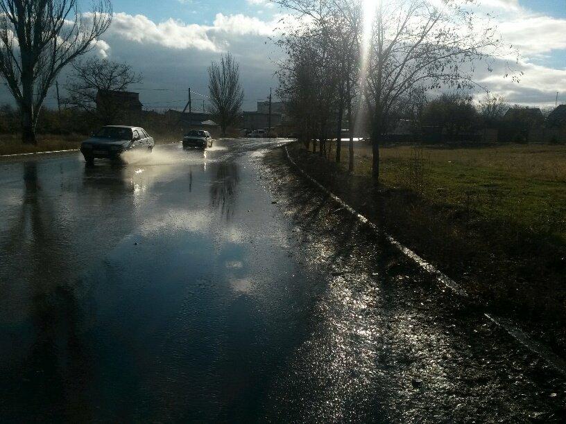 В Мариуполе ул. Осовиахима затопила питьевая вода (ФОТОФАКТ), фото-2