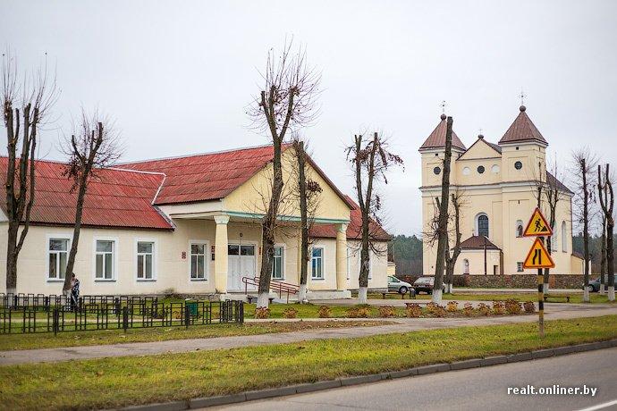 Несмотря на бурное строительство жилья возле Островецкой АЭС девушка-инвалид полжизни ждет социальную квартиру (фото) - фото 6
