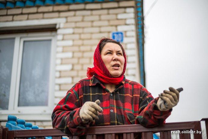 Несмотря на бурное строительство жилья возле Островецкой АЭС девушка-инвалид полжизни ждет социальную квартиру (фото) - фото 9