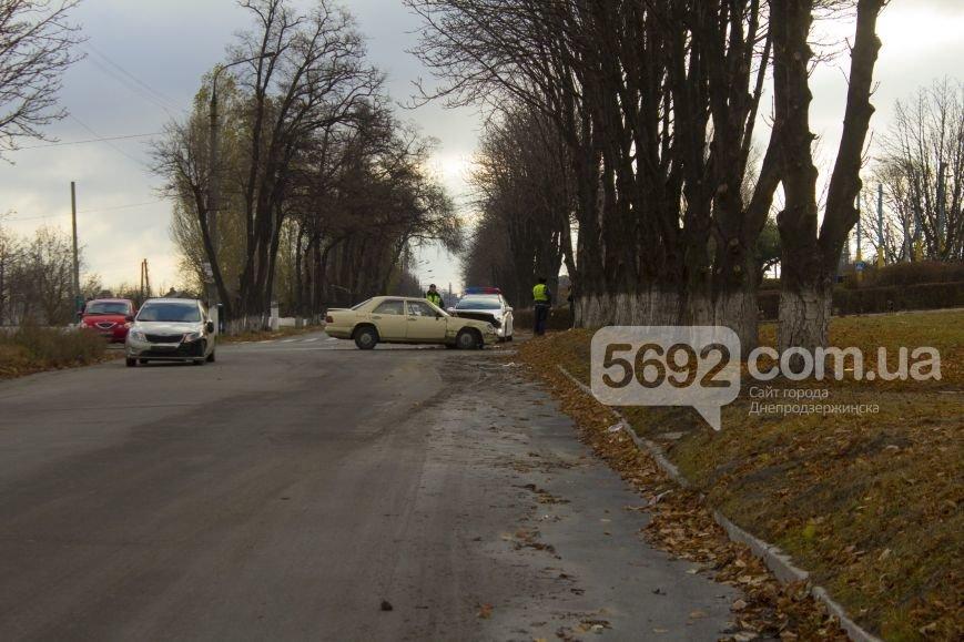 ДТП в Днепродзержинске: на проспекте Аношкина столкнулись «КИА» и «Мерседес» (фото) - фото 1
