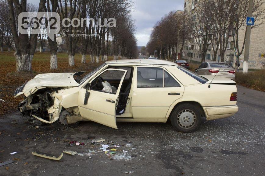 ДТП в Днепродзержинске: на проспекте Аношкина столкнулись «КИА» и «Мерседес» (фото) - фото 3