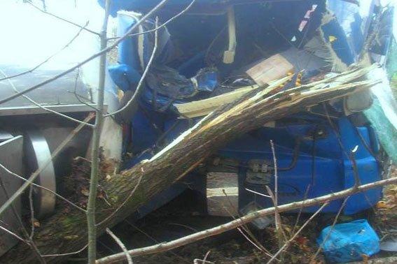 На Львівщині перевернулась вантажівка із цистерною олії (ФОТО) (фото) - фото 3