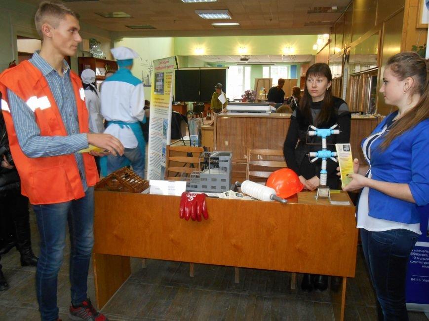 В Центральной библиотеке провели ярмарку профессий (фото) (фото) - фото 10