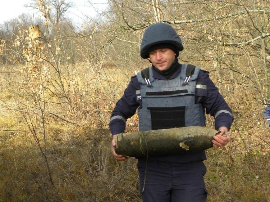 В реке Белоус под Черниговом 70 лет лежали опасные снаряды (фото) - фото 1