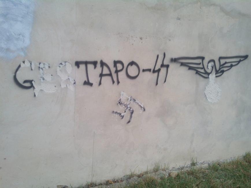 В Симферополе неизвестные вандалы дважды осквернили православный храм (ФОТО), фото-2