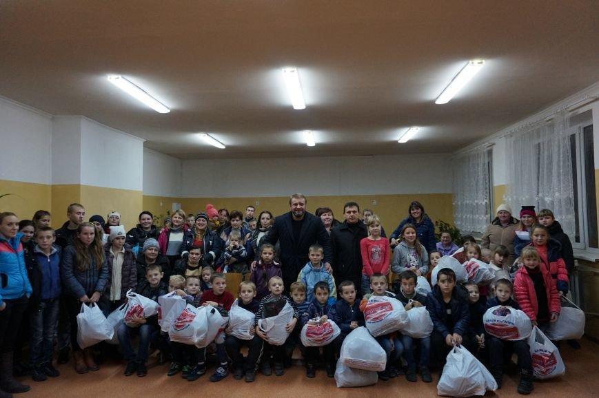 Криворожский предприниматель Олег Ляденко закупил для 68 детей из многодетных и малообеспеченных семей зимнюю одежду и обувь (ФОТО) (фото) - фото 1