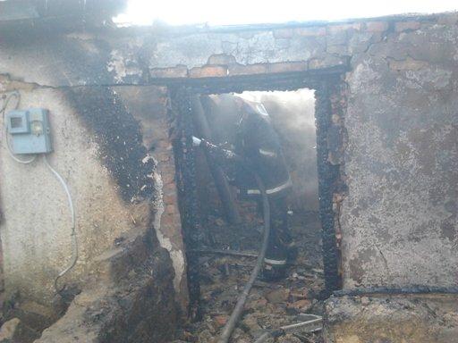 Олександрійський район: на місці пожежі виявлено загиблим господаря будинку (фото) - фото 1