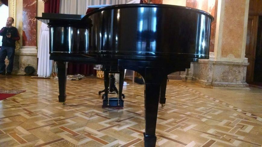 У Львові презентували унікальне фортепіано, якому вже майже 100 років (ФОТО) (фото) - фото 1