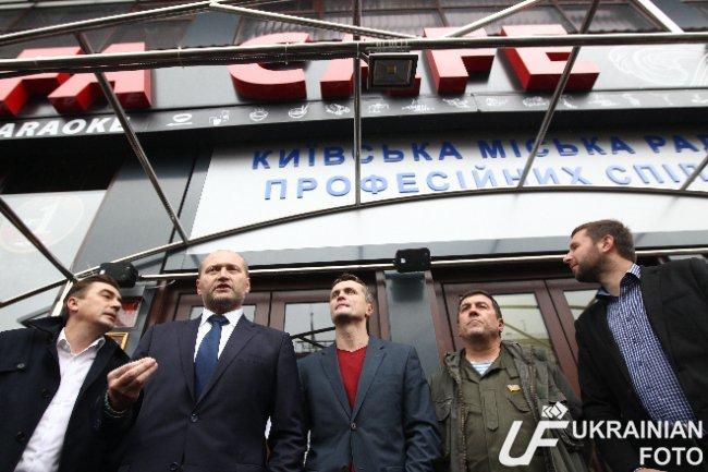 В Киеве депутаты пикетируют ресторан в Доме профсоюзов (ФОТО) (фото) - фото 3
