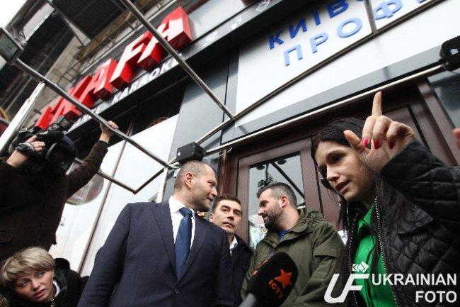 В Киеве депутаты пикетируют ресторан в Доме профсоюзов (ФОТО) (фото) - фото 1