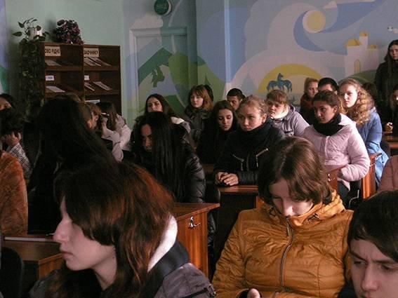В Кривом Роге студентам рассказали о необходимости соблюдения ПДД (ФОТО) (фото) - фото 1