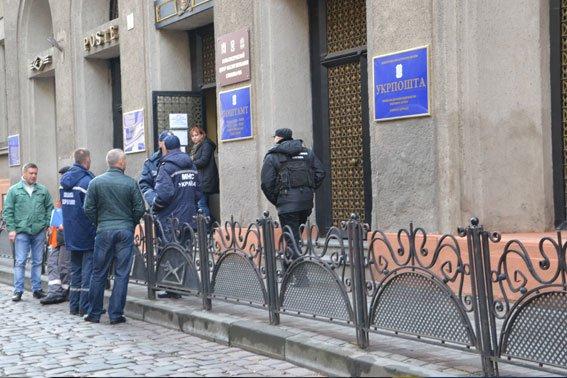 Поліція затримала чоловіка, який повідомив про замінування Головної пошти (ФОТО) (фото) - фото 3