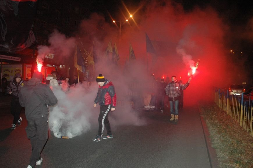 На марше «Азова» в Запорожье жгли фаера и флаги, - ФОТОРЕПОРТАЖ, фото-7
