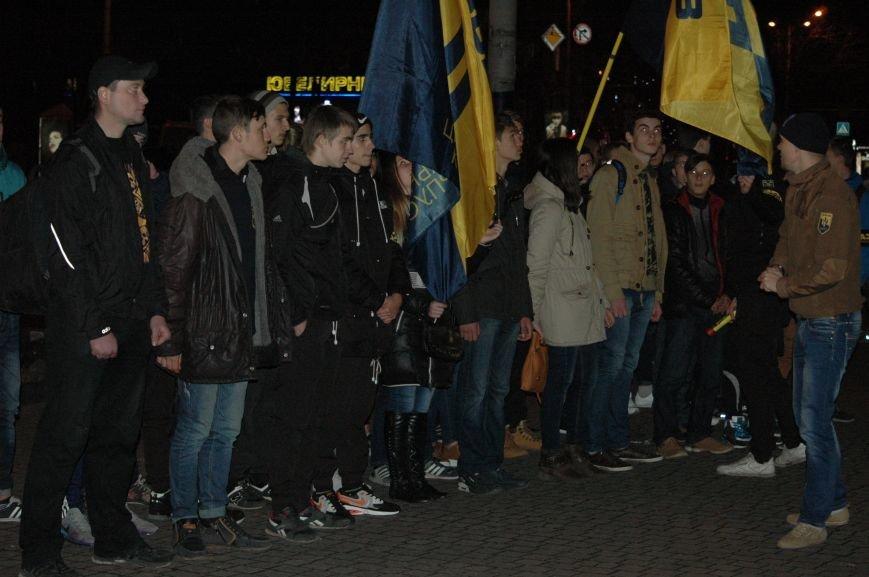 На марше «Азова» в Запорожье жгли фаера и флаги, - ФОТОРЕПОРТАЖ, фото-1