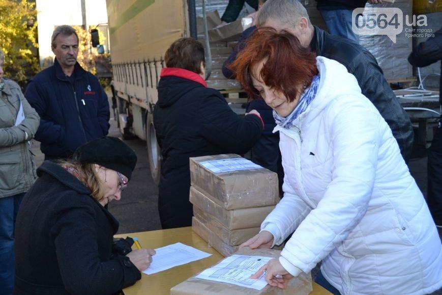 В Кривом Роге: завершился набор в полицию, раздали бюллетени для второго тура выборов, а криворожскую колбасу не пропустили в Крым (фото) - фото 1