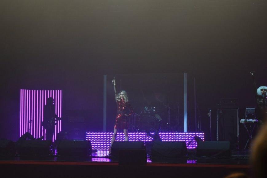 Лободе дейстивтельно «Порад домой»: певице вызвали скорую на концерте в Днепропетровске (ФОТО, ВИДЕО) (фото) - фото 1