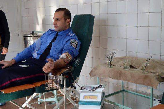 Мариупольские полицейские спасали жизни пострадавших в ДТП (ФОТО) (фото) - фото 1