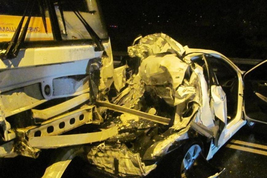 В Белгороде в столкновении автобуса и двух легковушек погибла девушка, фото-2
