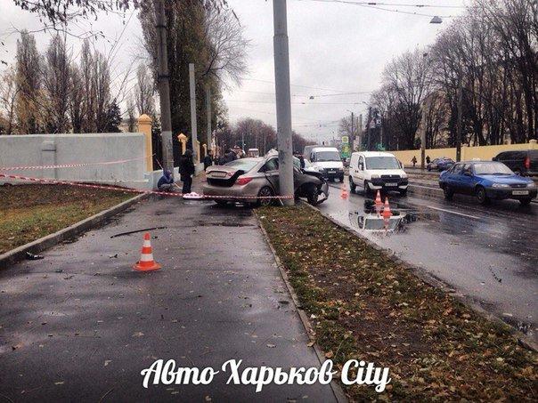 На Московском проспекте машина вылетела с дороги и врезалась в столб (ФОТО) (фото) - фото 1