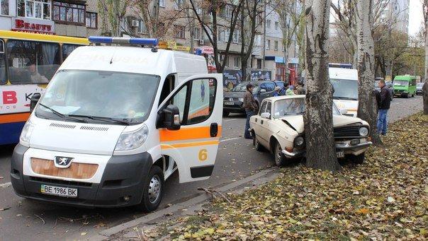 В Николаеве Волга протаранила дерево (ФОТО) (фото) - фото 4
