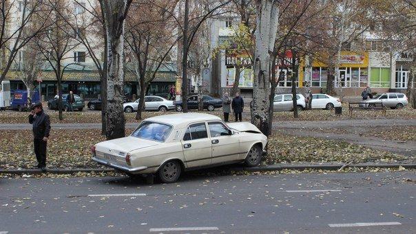 В Николаеве Волга протаранила дерево (ФОТО) (фото) - фото 5