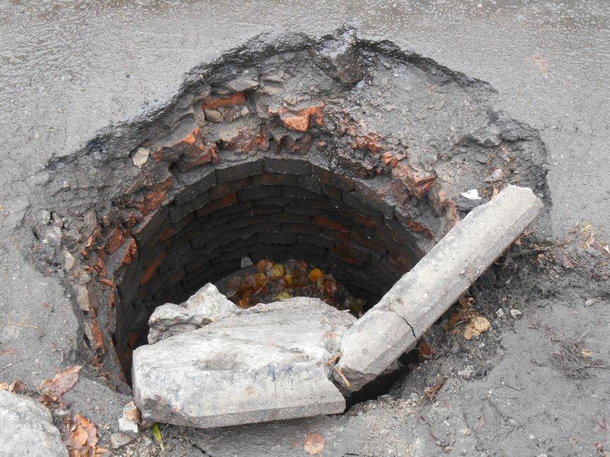 Открытый люк в центре Славянска (фотофакт) (фото) - фото 2
