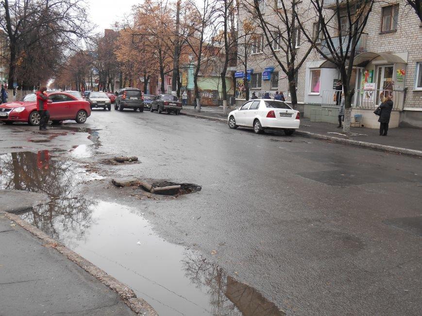 Открытый люк в центре Славянска (фотофакт) (фото) - фото 1