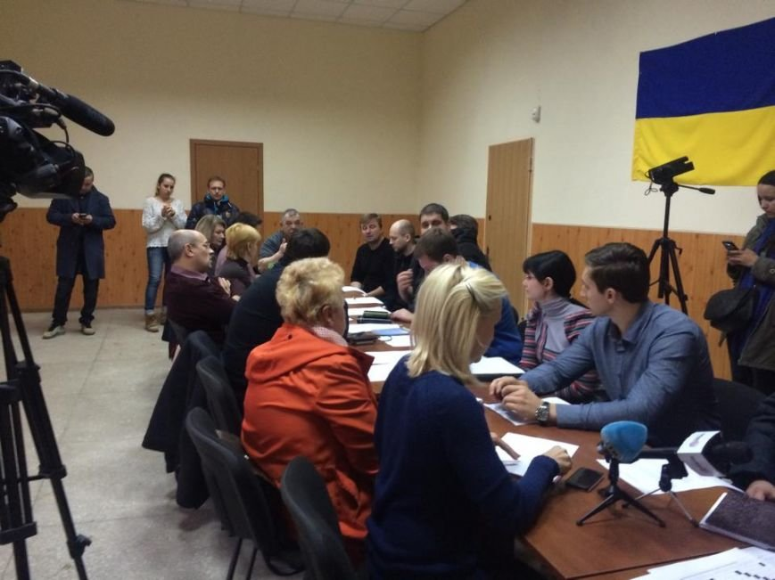 В Мариуполе члены участковых комиссий отказываются работать на выборах 29 ноября (ФОТО, ВИДЕО), фото-2