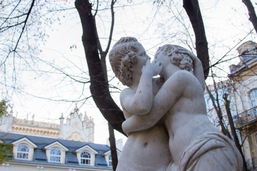 43efb6636d1e21ff6fadacb2654c75ef В Одесском Пале-Рояль обновилась известная скульптура