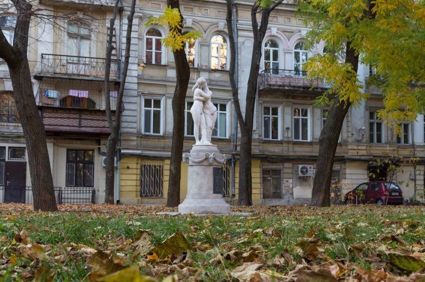 ccbc98ea37cb1d50d98f1b779703c8ea В Одесском Пале-Рояль обновилась известная скульптура