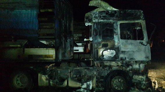 Две фуры сгорели в Черниговской области при таинственных обстоятельствах (фото) - фото 1