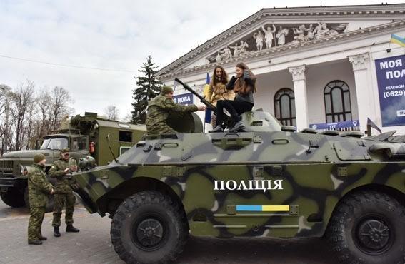 В Мариуполе милиция устрила праздник для школьников (ФОТО) (фото) - фото 1