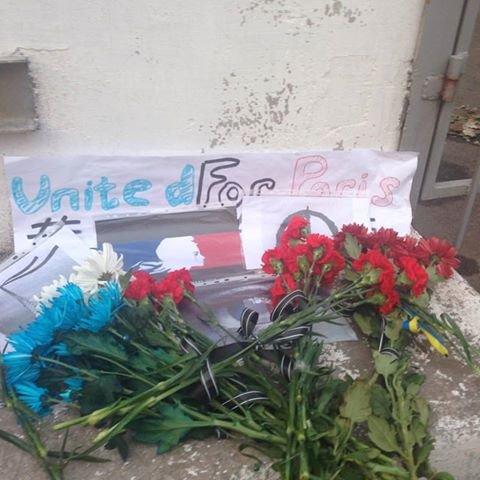 Мариупольцы  откликнулись на трагедию в Париже (Фотофакт), фото-1