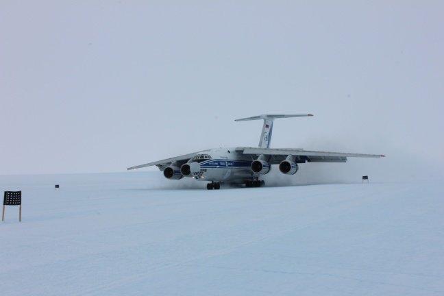 Ульяновский самолет сел в Антарктиде (фото) - фото 1