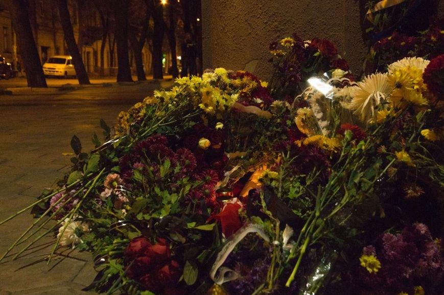 9946a9bf7dbcdab2a3d22491cca41c75 Одесситы почтили память погибших в Париже