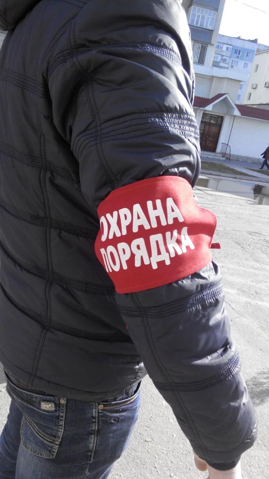 В Мелитополе на избирательных участках появилась подозрительная «Охрана порядка»,  - ФОТО (фото) - фото 1