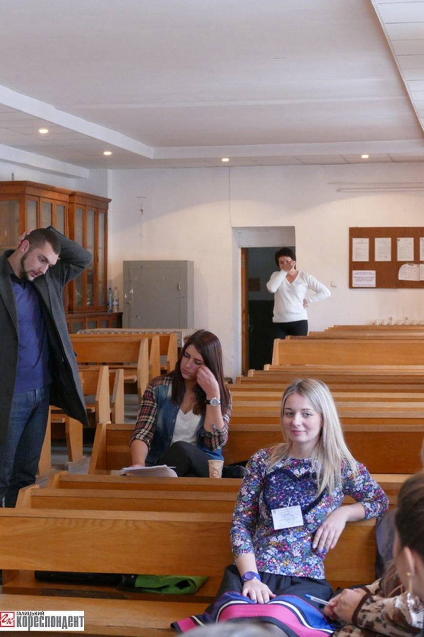 В Івано-Франківську на дільницях працюють дві групи екзитполу (фото) - фото 2
