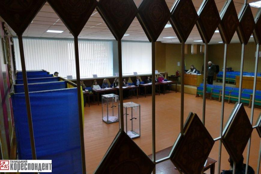 В Івано-Франківську на дільницях працюють дві групи екзитполу (фото) - фото 1