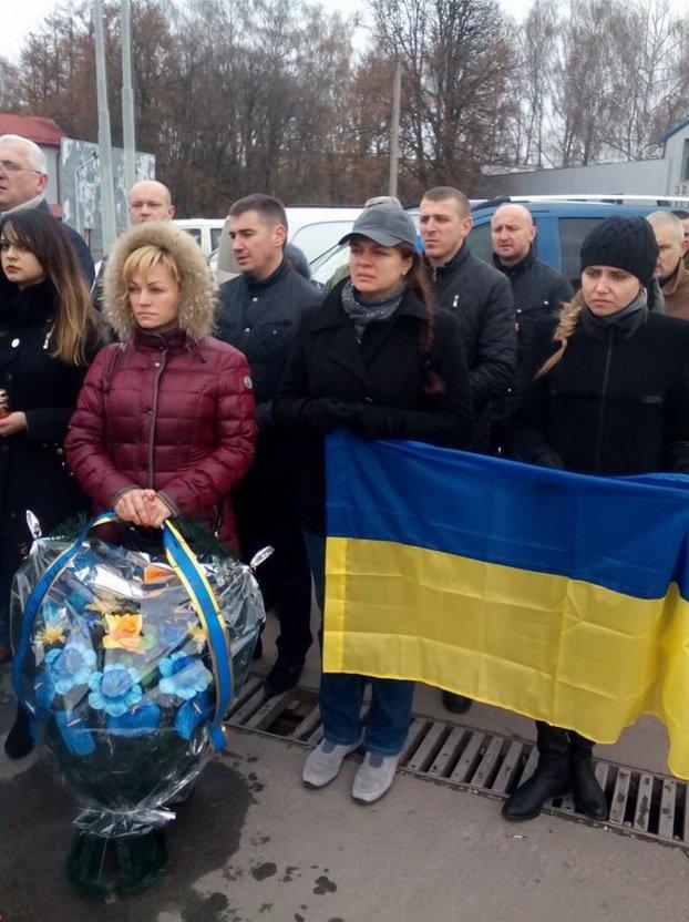 У Тернополі зустріли тіло загиблого в АТО Героя (фото) - фото 3
