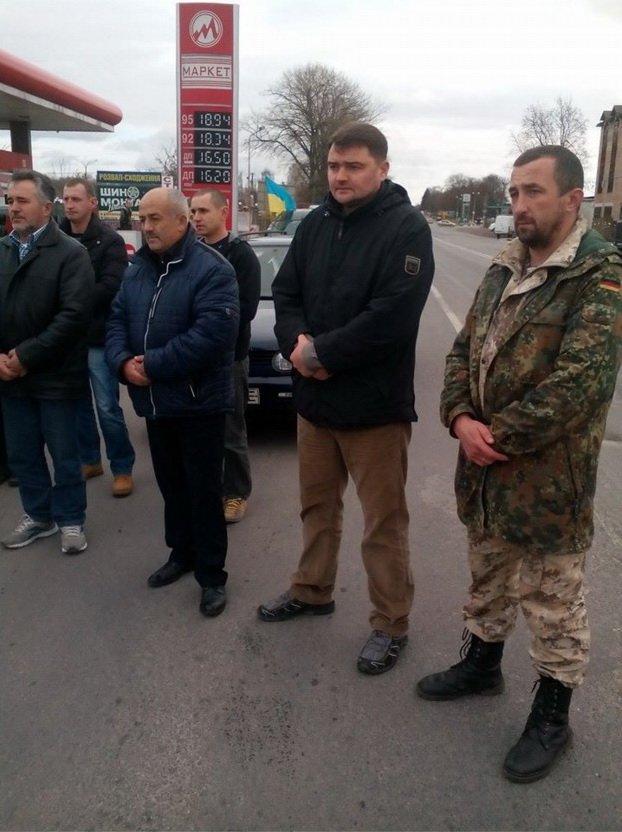 У Тернополі зустріли тіло загиблого в АТО Героя (фото) - фото 2