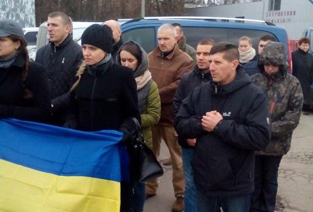 У Тернополі зустріли тіло загиблого в АТО Героя (фото) - фото 1